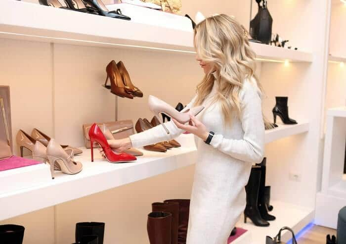 588889e31 Alternately, if you dream of selling in a physical store, it's a safer  financial bet to start by selling in boutiques that already exist before  taking the ...